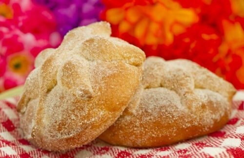 Pan de muerto. © Can Stock Photo / natspel